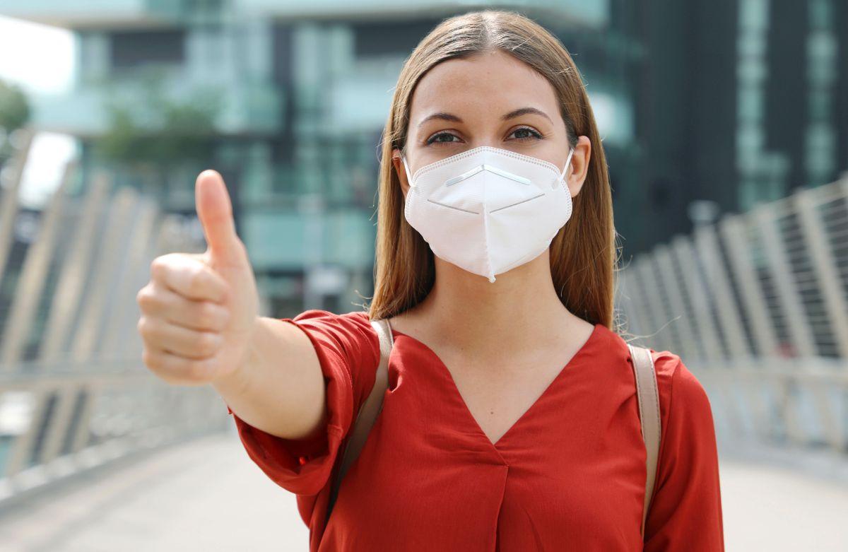Frau mit FFP2 Maske